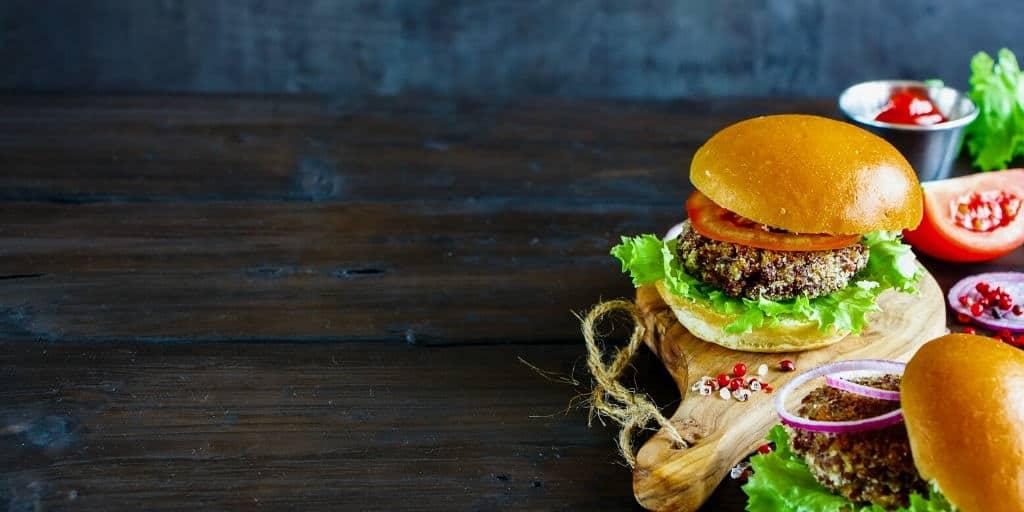 Veganer Burger aus Champignons und Bohnen