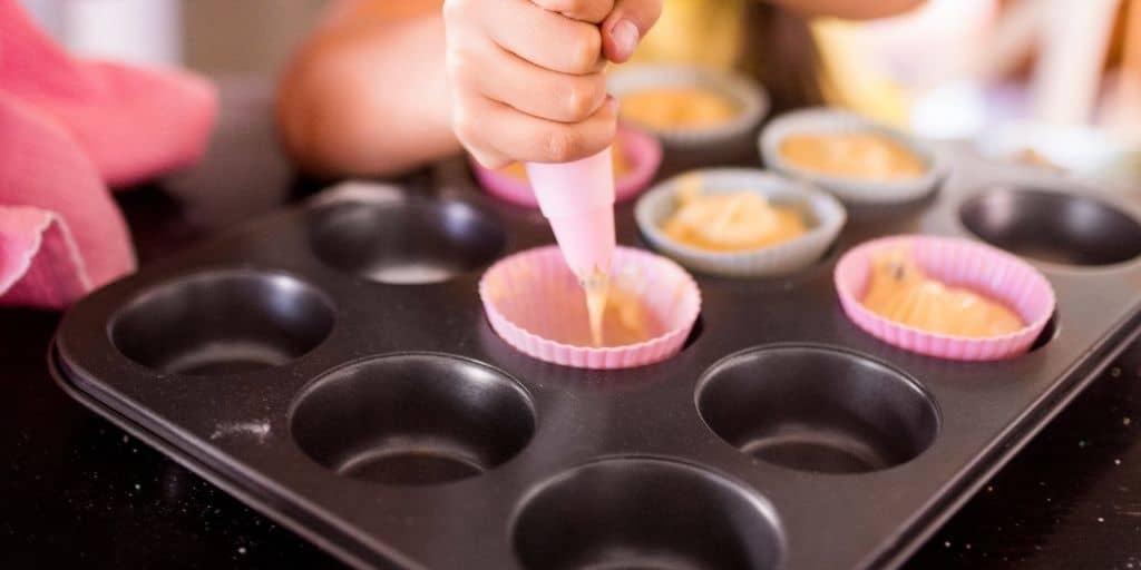 cupcaketeig in formen füllen
